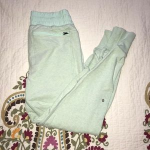 Lululemon Mint Green Joggers. EUC
